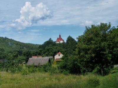 Stražisko - Kostel sv. Andělů Strážných s Křížovou cestou_1